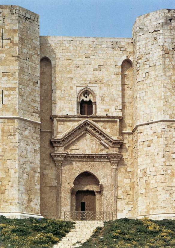 Entrance to the castle 1240 Photo Castel del Monte, Andria